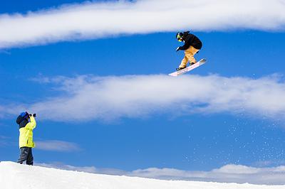 Aug. 20, 2015 - Perisher Valley, NSW, Australia - Snowboarders enjoy the beautiful conditions at Perisher ski resort in New South Wales, Australia. (Credit Image: © Rohan Thomson/Fairfax Media via ZUMA Press)