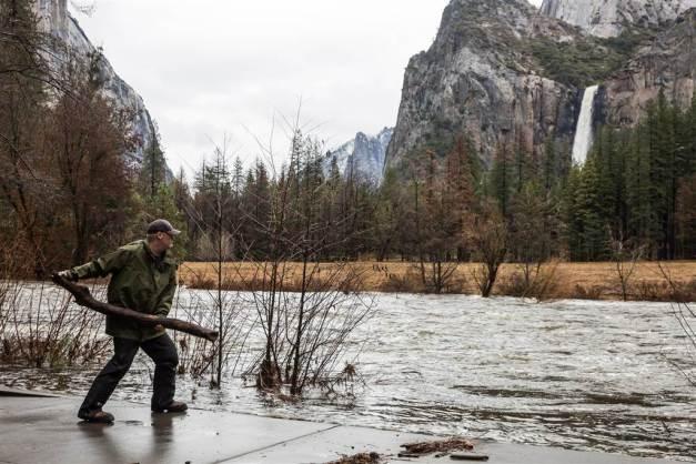 ss-170111-california-floods-mn-04_766432d4383875c26c7a0018befeb1ca-nbcnews-ux-1024-900