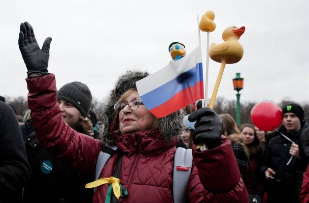 170327-russia-protests-mn-1010_532c1e0b4458682d5456daaeeefdf27d.nbcnews-ux-2880-1000